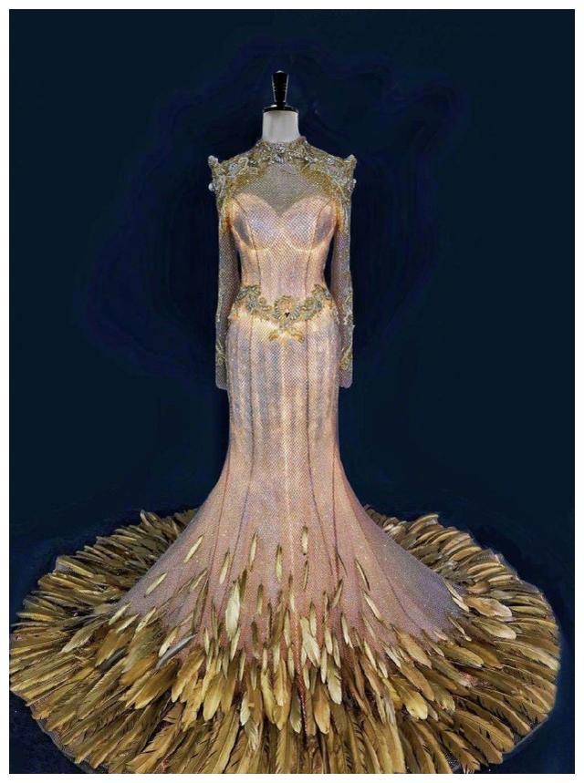 金鹰女神礼服曝光引热议,颜色是宋茜喜欢的深色系,尺寸也很合适