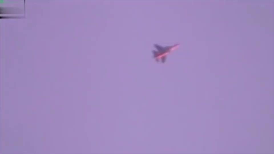 俄空军投放集束炸弹,轰炸叙叛军阵地