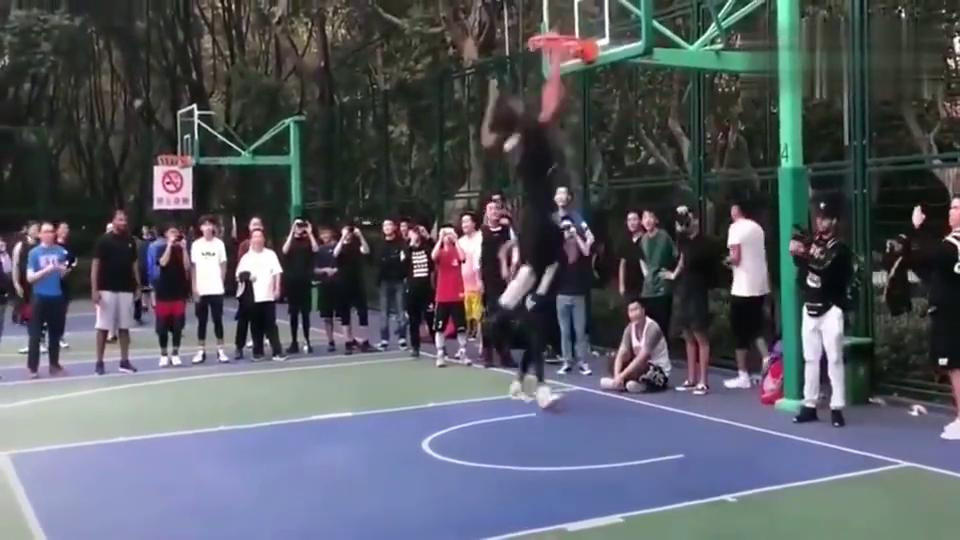 篮球场上的美国高中生,这差距远远比想象中的要大