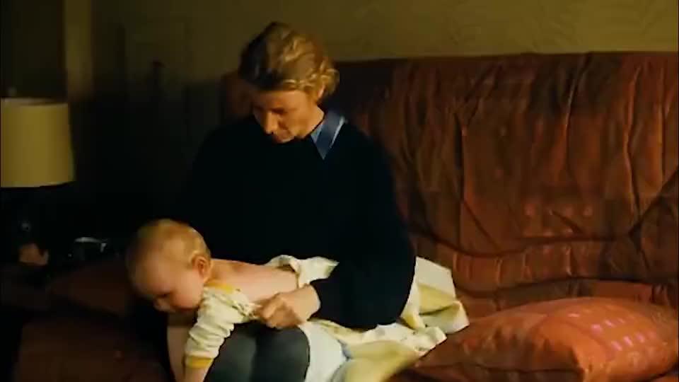 小婴儿后背红肿疼痛,一夜之间背后竟长出一对鸡翅膀!