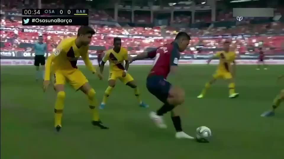 没了梅西不会踢球了?今晨巴萨2 2遭奥萨苏纳逼平,皮克送点球!