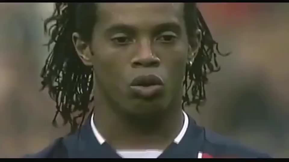 这球感谁人不服?21岁的罗纳尔迪尼奥登陆大巴黎,惊艳了整个欧洲