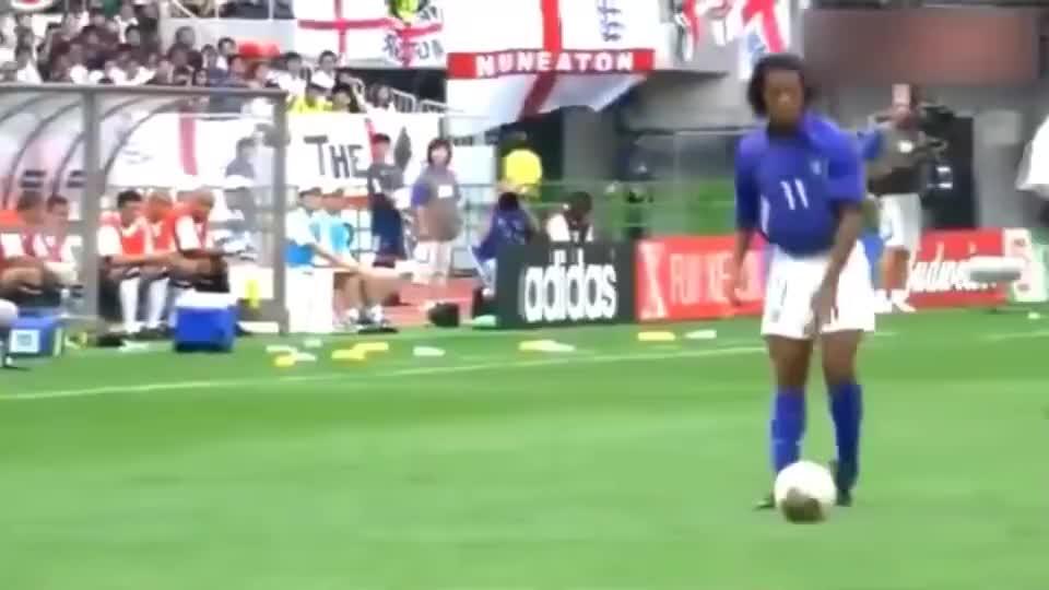 足球:这球没进之前他叫罗纳尔迪尼奥,这球进了之后他叫小罗!