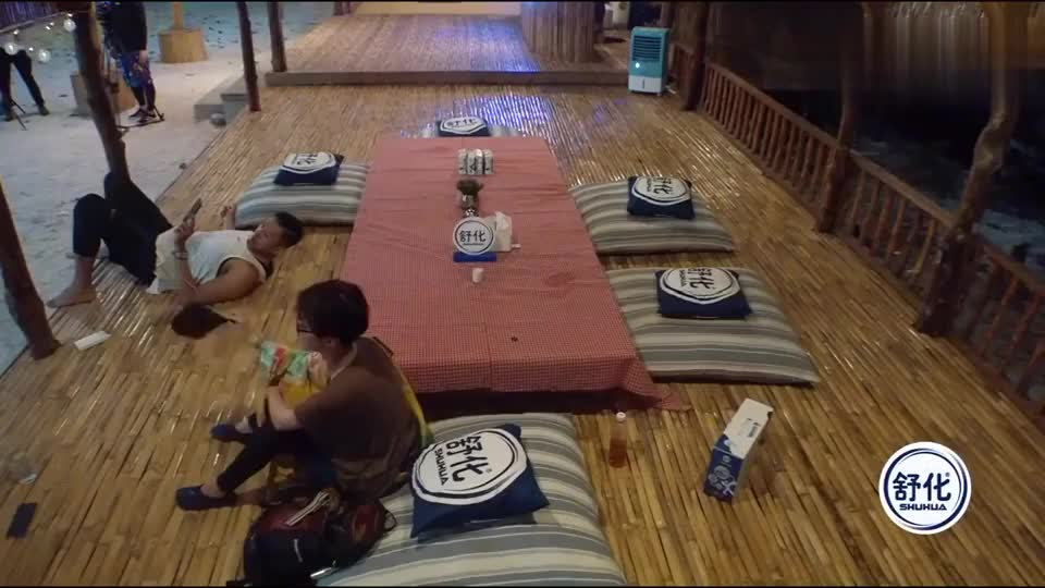陈建州和老婆范玮琪视频通话,范晓萱阿雅来和闺蜜打招呼