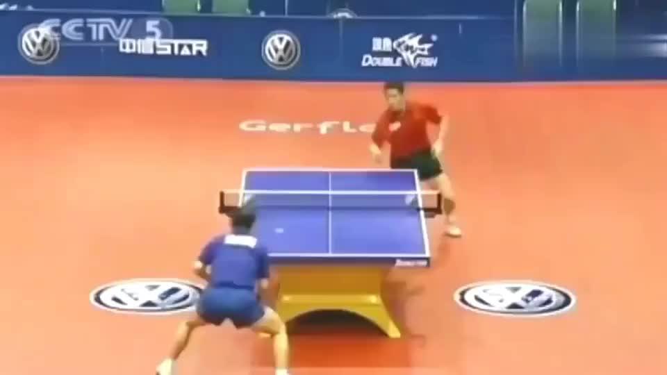两个中国人在一起打乒乓球会是什么场面,人都出去了还在打