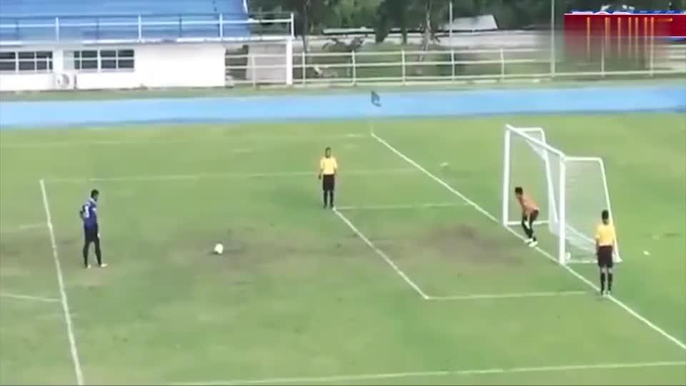 足球场上最搞笑的点球,真是考验人的想象力