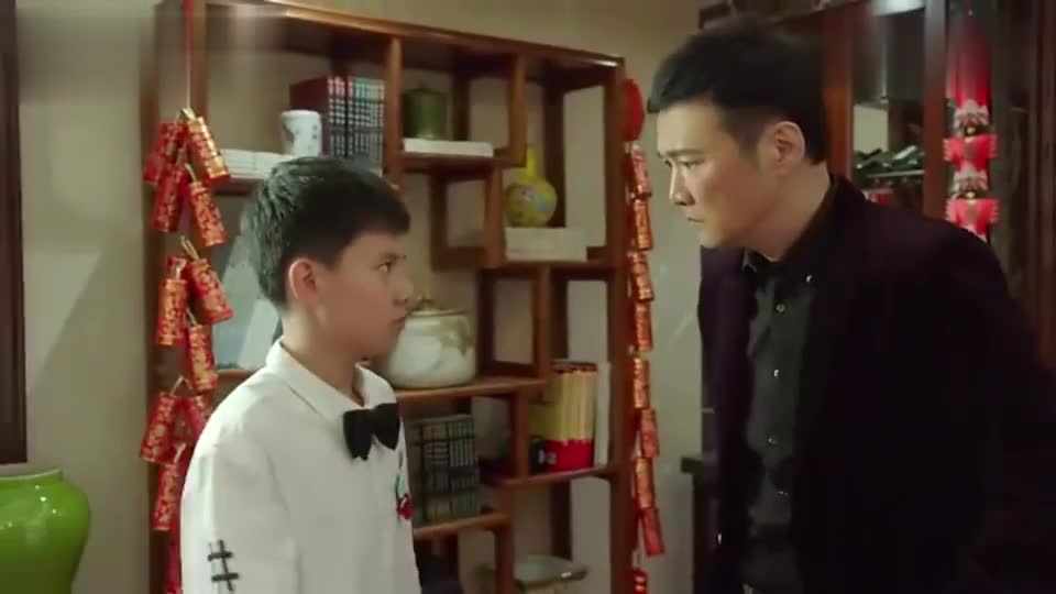 小宇跟小后妈闹矛盾,气得要离家出走,亮忠实力护儿子!