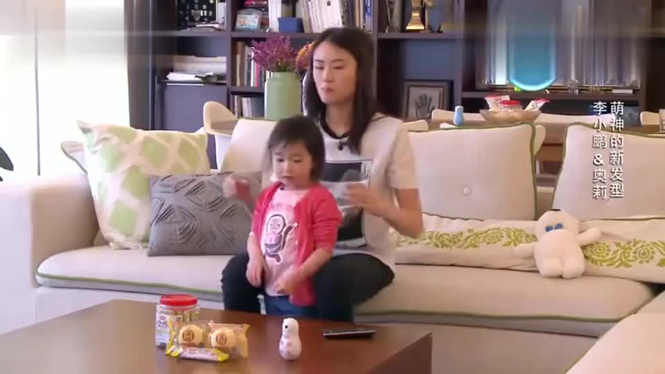 李安琪帮闺女绑头发,奥莉变身天线宝宝,李小鹏:冲天炮啊!