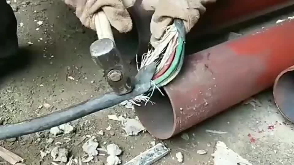 380v强电带电用锤子砸断,再次见识了科技的力量