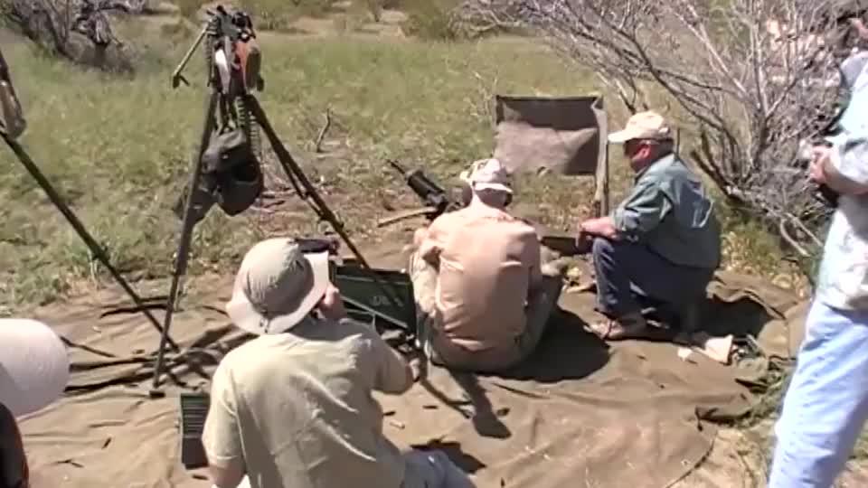 现场实拍!在亚利桑那州射击92式重机枪 ,现场有点混乱