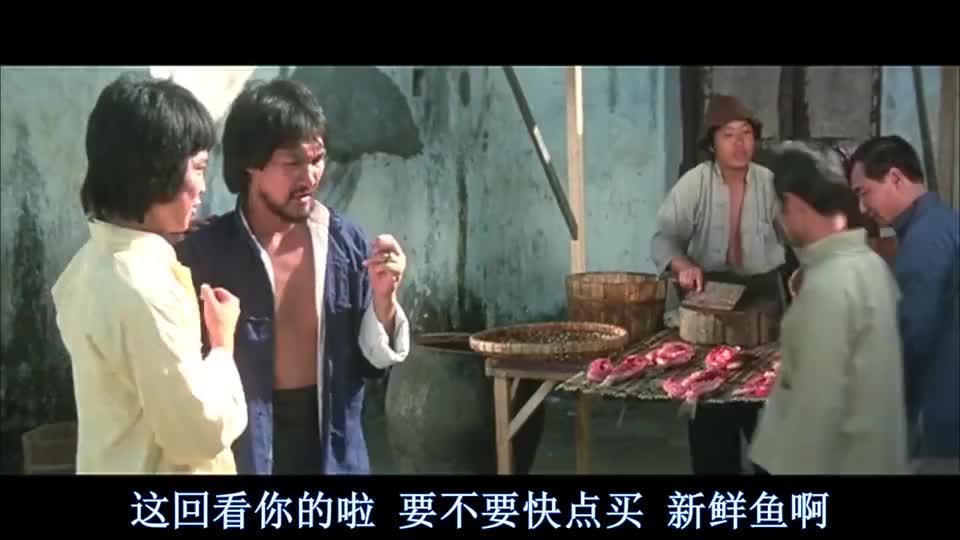 梁家仁在老板眼前偷鱼,真是防不胜防,摸了一下偷了两袖筒的鱼