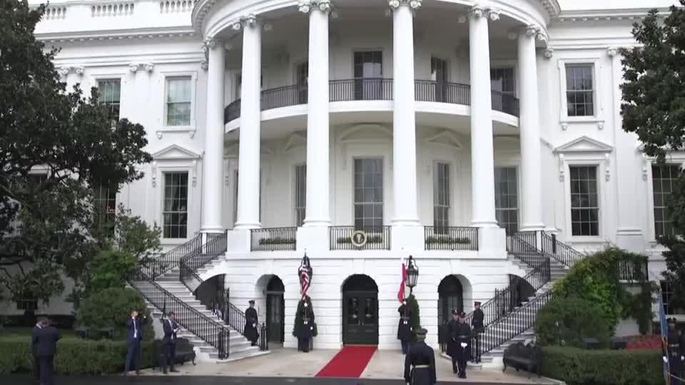 特朗普夫妇迎接波兰总统,科恩豪泽夫人站在曾为模特梅拉尼娅身边