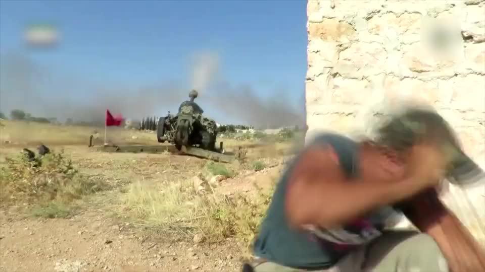实拍叙利亚战争:叛军因害怕火炮炸膛,自己都躲在5米之外开炮!