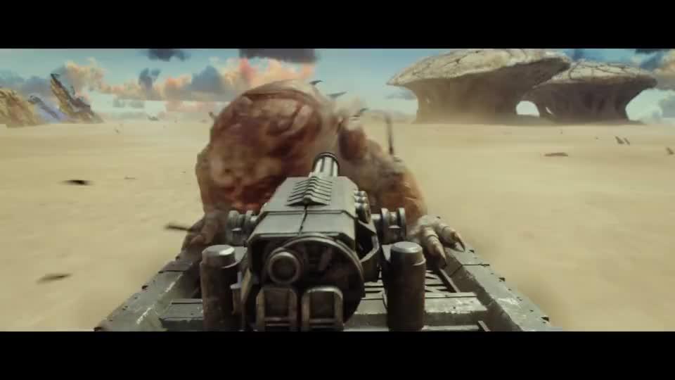 怪物一掌拍飞加特林,撕裂飞车攻击士兵,吃掉他们