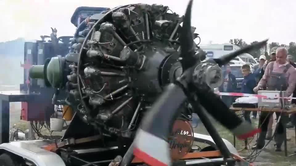 启动耗油如喝水的18缸星型航空发动机,55升排量,有3700匹马力