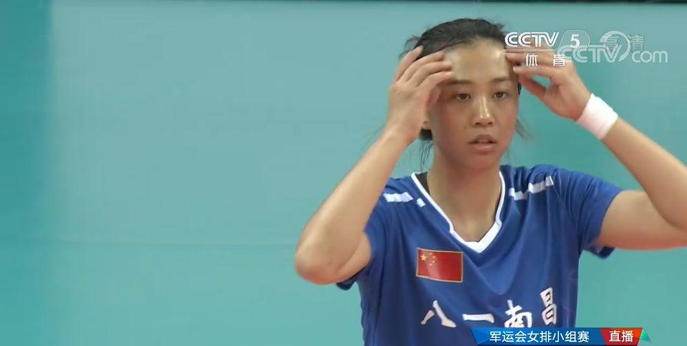 第七届军运会女排小组赛,中国队3-0巴西队,八一女排场上的英姿