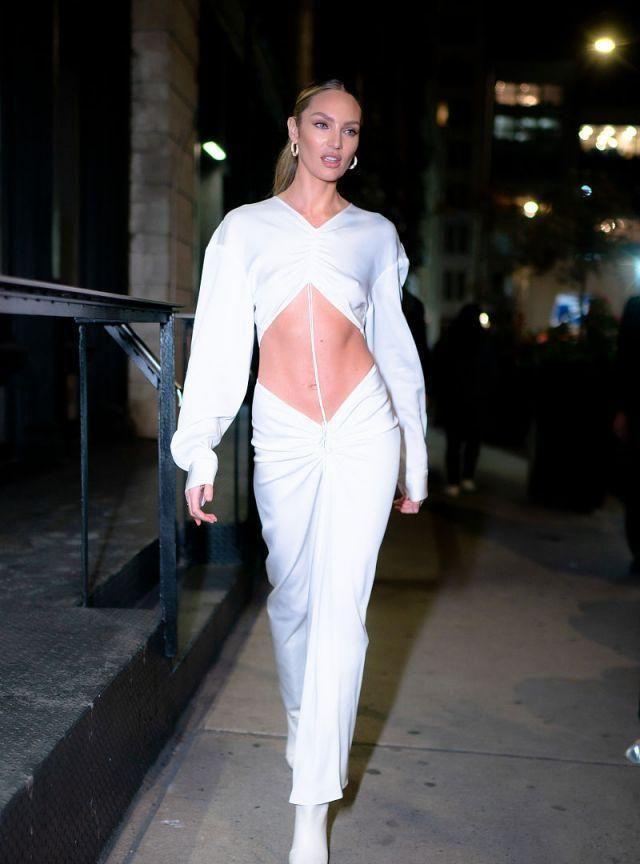 南非模特坎蒂丝·斯瓦内普尔现身,穿白色衣衫新潮时尚