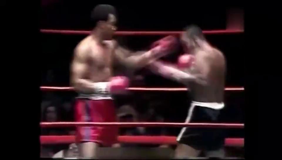巅峰时期的福尔曼攻击力有多强看古利克被吃拳后的反应