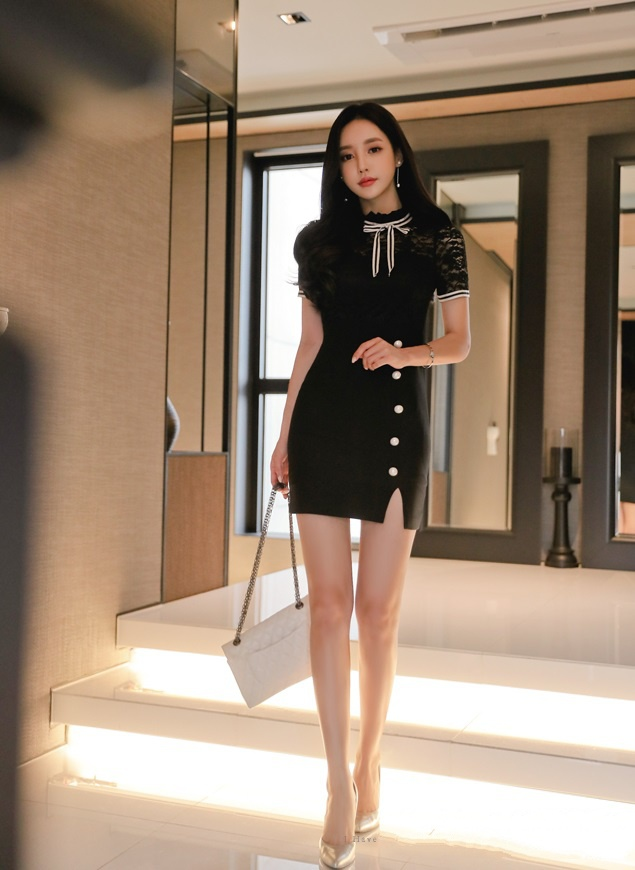 蕾丝包臀裙,大长腿吸睛哦