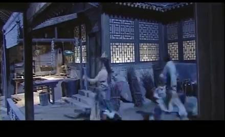少年包青天:黑衣人射出雁荡飞剑后逃脱,展昭全力追击却一无所获