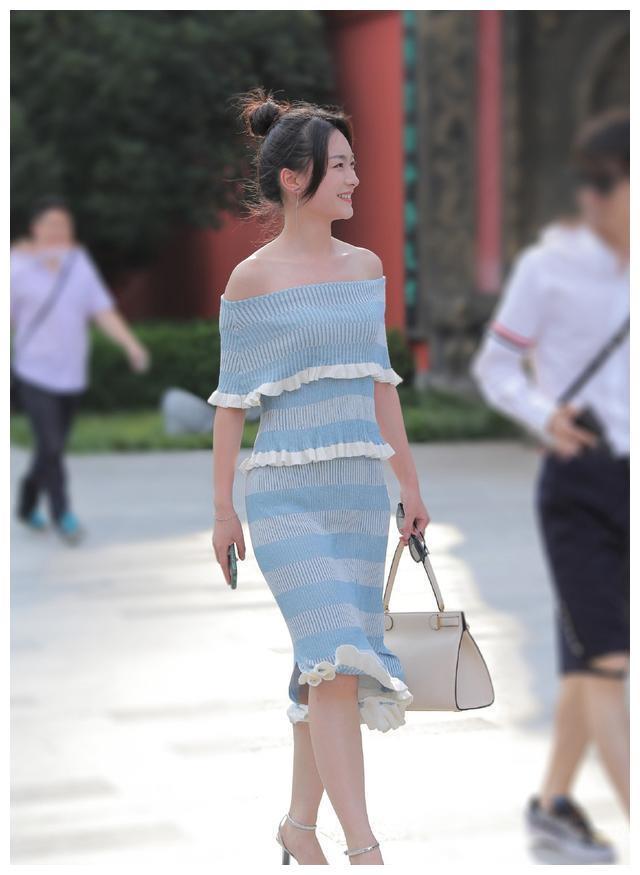 选择时尚清爽的针织裙,让你轻松应对夏天,展现出优雅闲适的美