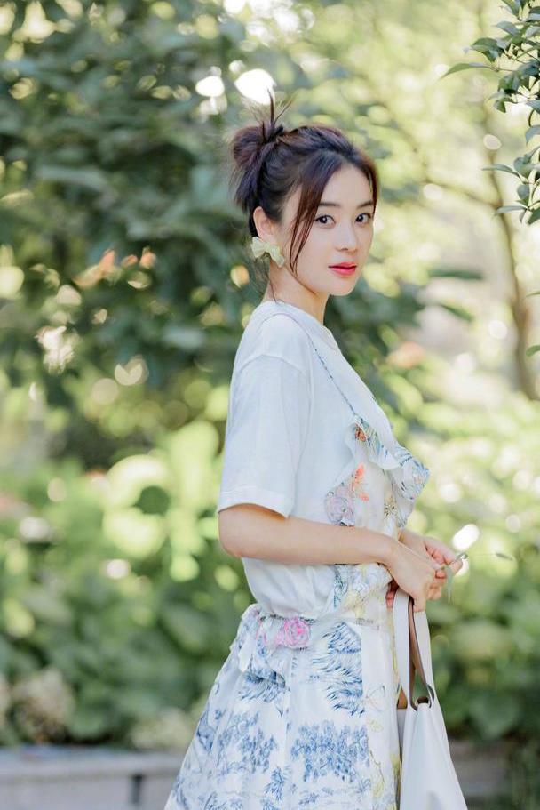 袁姗姗的高级感穿搭太出圈,清新自然的俏皮穿搭,真不愧是女神