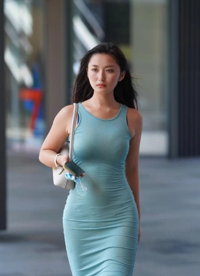 连衣裙显瘦又性感,穿起来更随意,尽显个人风格