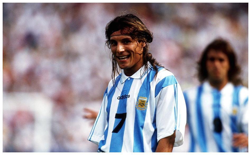 世界足坛史上爆发力最强的球员是谁?C罗勉强上榜,第一太强