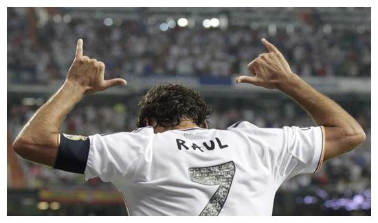劳尔原来是马德里的前锋,在马德里的表现也是相当的出色