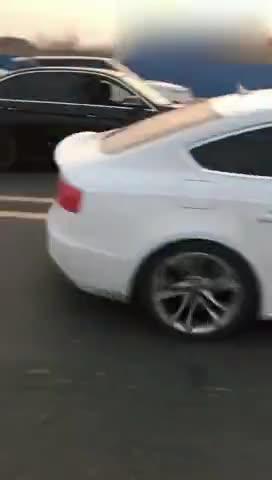 视频:宝马3系PK奥迪S5比加速,这就是差距刚起步就被秒杀了!