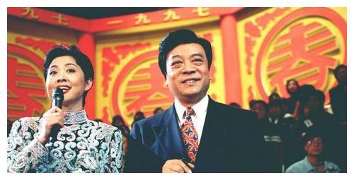 """继赵忠祥去世后,相差17岁的倪萍也传来""""坏情况"""",走路都走不了"""