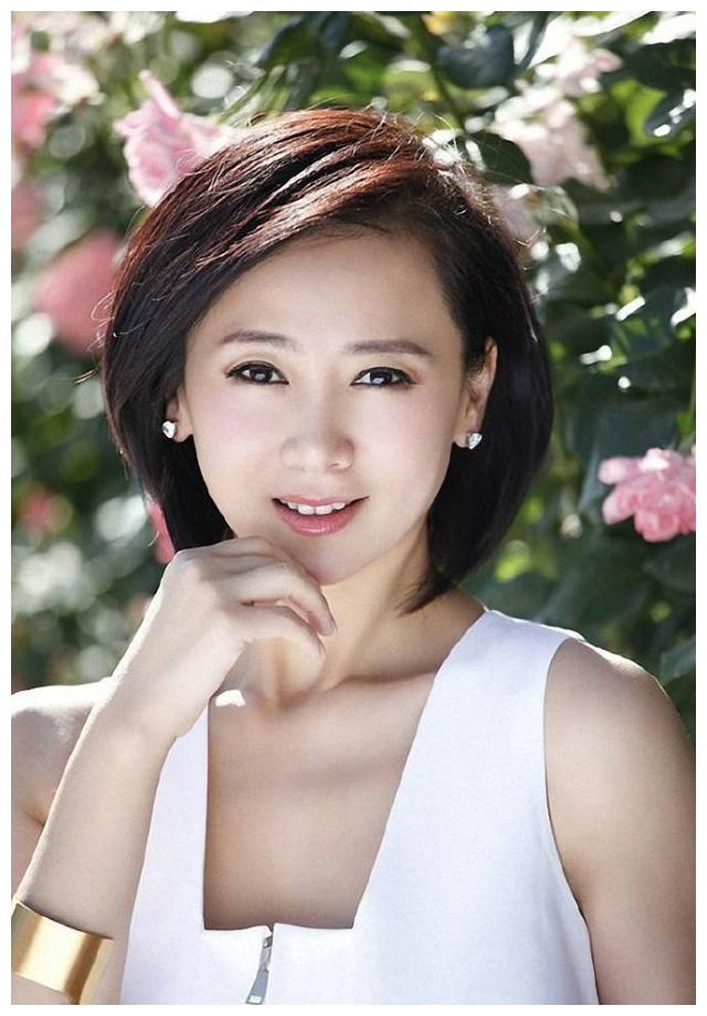 她曾是大众情人,21岁成亚洲小姐,闪婚失败后找到真爱,今很幸福