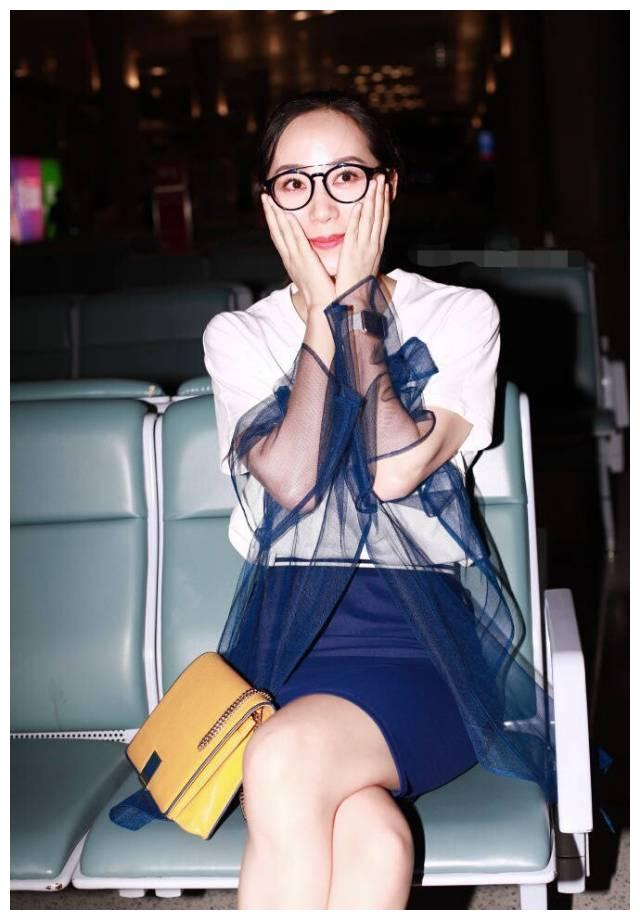 """韩雪就是机场的""""活化石""""!身穿蓝色薄纱裙,美如18岁少女"""