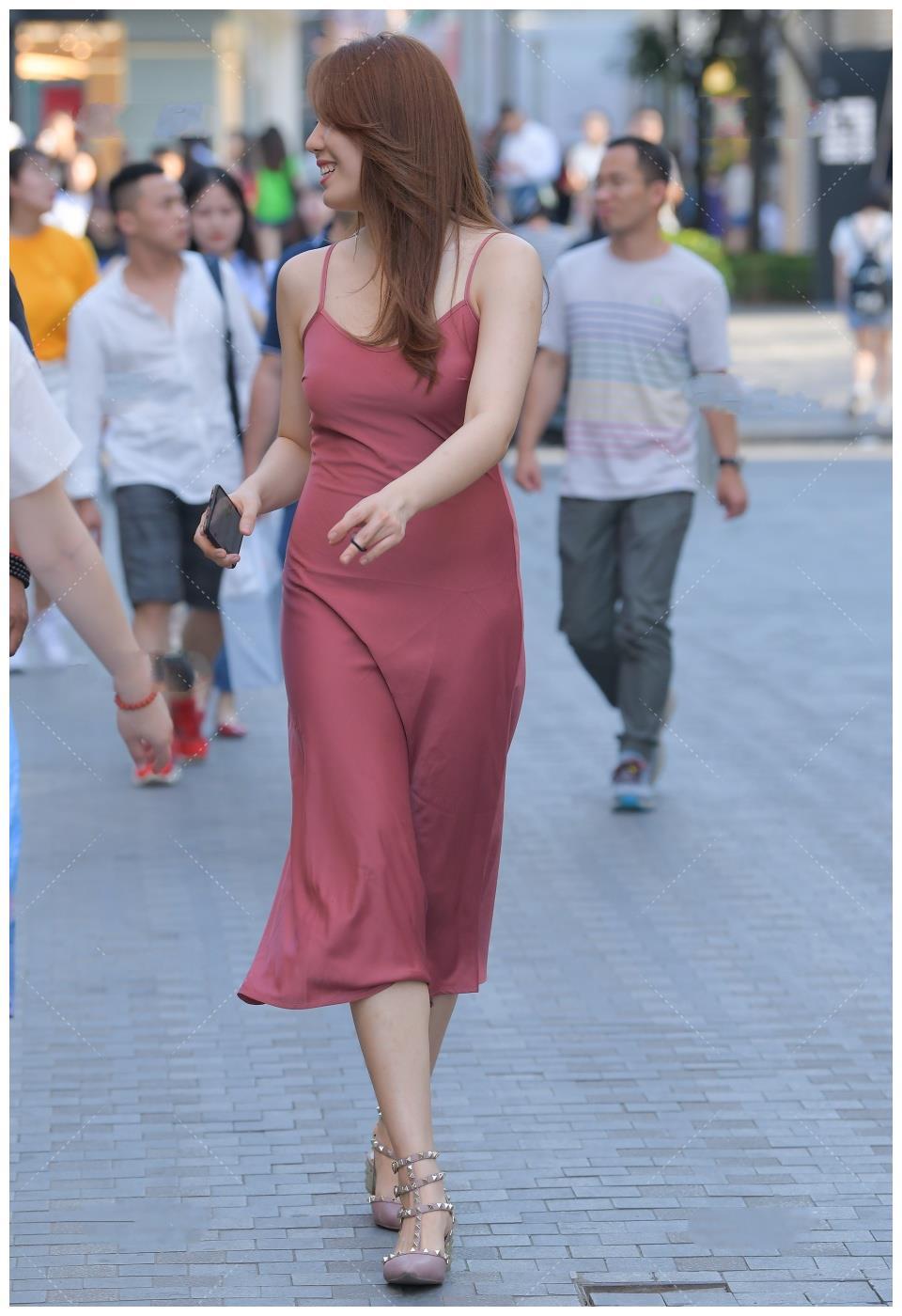 长款连衣裙穿上很有高级感, 红色无袖裙穿上更显气质