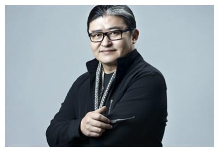 刘欢因《大河向东流》走红,今意外发现,著名歌手前身是相声演员