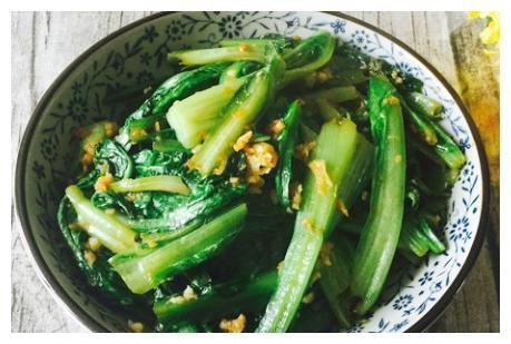 蒜蓉油麦菜这样做才好吃,鲜嫩清香营养高,我家一周吃3次也不厌