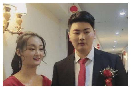 刚结婚就拉公爹开直播,朱之文儿媳妇辞职当网红,结婚动机不纯?