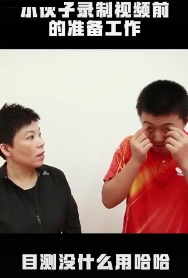 18冠王邓亚萍现状,儿子比亲妈高半个头,晒护照强力回应国籍