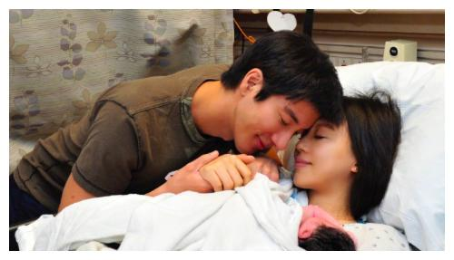 王力宏的三胎宝贝曝光,妻子身材恢复如少女,网友:不像生过孩子