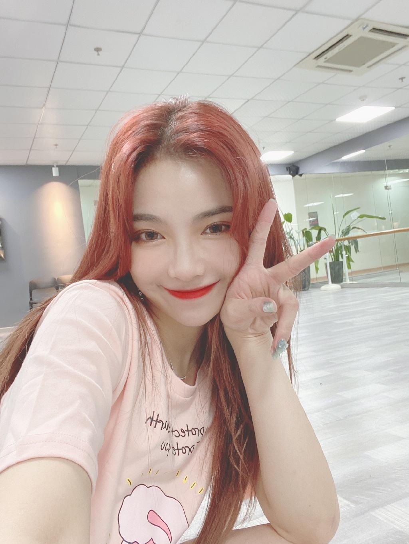 美女歌手SNH48-许杨玉琢可爱美照欣赏