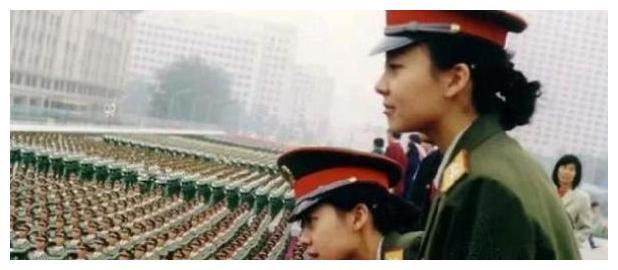 还记得阅兵仪式的最美姐妹花吗?当初红遍全国,时隔21年现状如何