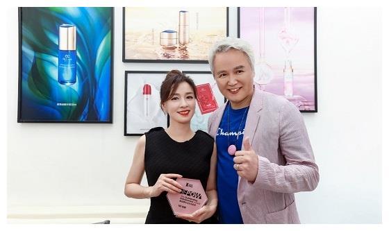 张庭引领女性创业 获杰出企业家奖