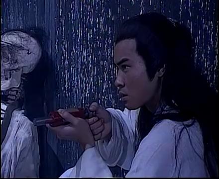 绝代双骄:小鱼儿和江玉郎被妖女追杀,不料逃跑时忘了盖上地道木
