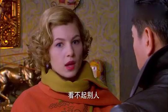 邓子华家中等候,劝萨拉丽娃小心井深一郎,她会听从邓子华的吗?
