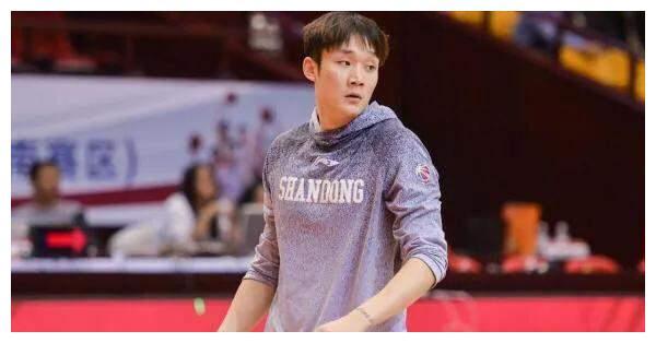 答球迷:巩晓彬和丁彦雨航在我国篮球界谁的地位更高?