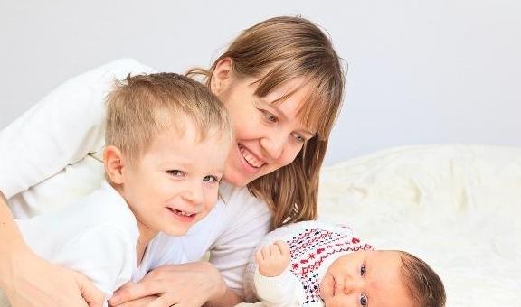 0-3岁宝宝早教太薄弱,应发展孩子的智力,学习不是一切