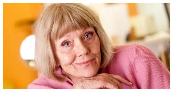 """《权力的游戏》""""荆棘女王""""扮演者黛安娜·里格离世!享年82岁"""