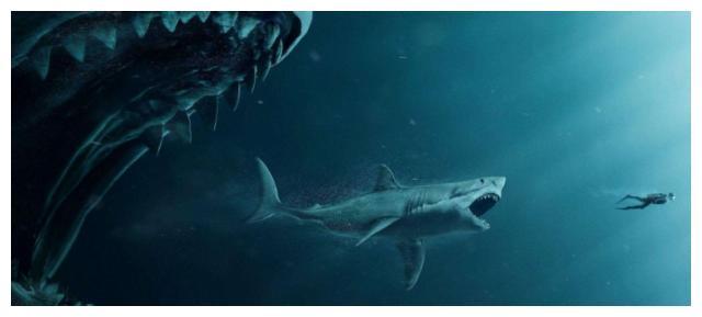 它比巨齿鲨咬人还狠,锯齿状的嘴长着30对牙齿,身体的33%都是嘴