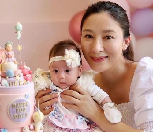 杨怡3个月女儿厌奶惹新手妈妈担心 向网民求救:应该怎样喂养?