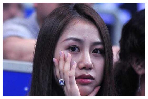 孙悦前女友不输陈露,嫁给富商婚姻幸福,33岁依旧像个少女
